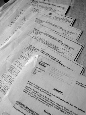 Quelques unes des lettres entre huissier, moi, la justice de paix et la cliente...